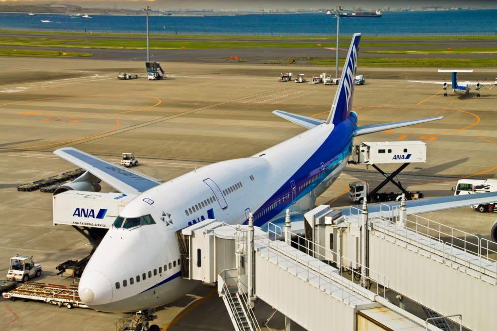 羽田空港の離陸直前の飛行機