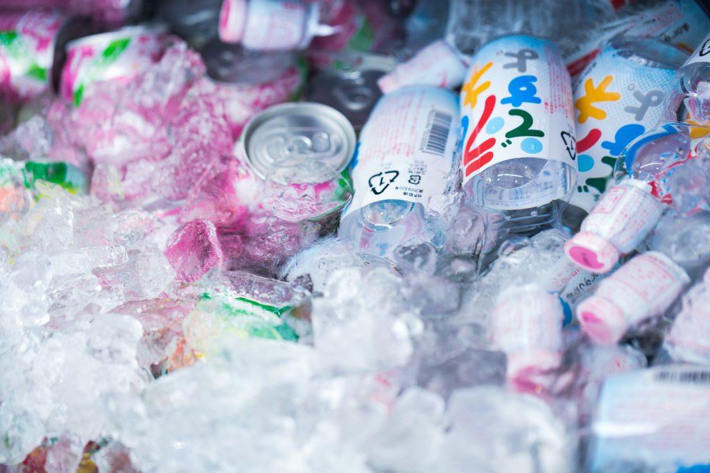 氷で冷やされたジュース