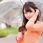 雨に負けない女性