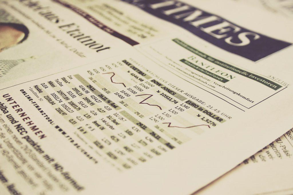 株価を伝える新聞